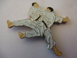 PINS SPORTS JUDO  JUDOKAS / 33NAT - Judo
