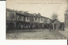 LUPIAC  32   La Place De La Bascule Bien Animée Et Vieilles Maisons Du XVe Siecle - France