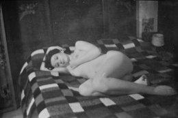 Femme  Couchée  Nue Dans Les Années 1930 - Pin-up