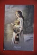 Jeune Femme à La Mandoline - Femmes