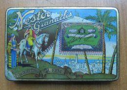 AC - NESTOR GIANACLIS CIGARETTEN QUEEN 25 CIGARETTES EMPTY TIN BOX #1 - Boites à Tabac Vides