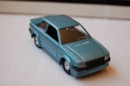 31-122. Coche Ford Escort RS Turbo - Solido