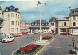 COUTAINVILLE La Place Du Général De Gaulle Et Le Home Familial (n°12 Artaud) - Unclassified