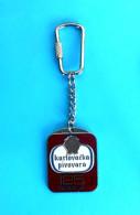 KARLOVACKO BEER - 125. ANN. Croatian ENAMEL Keyring Bière Bier Cerveza Birra Keychain Key-ring Porte-clés Schlüsselring - Key-rings