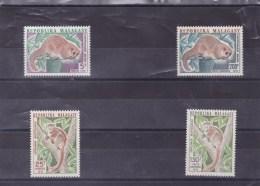 MADAGASCAR : Lémuriens : Y&T : 536** à 537**-130**-131** PA - Madagascar (1960-...)