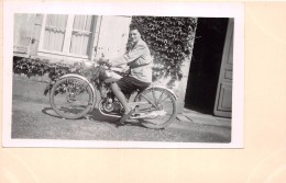 ¤¤  -  Cliché Collé Sur Carte   -  Femme Sur Une Moto  -  Voir Description  -  ¤¤ - Motorbikes
