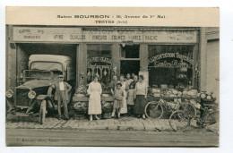 CPA  10  :  TROYES    La Maison Bourson Commerce Animé Avec Voiture   A  VOIR  !!!! - Troyes