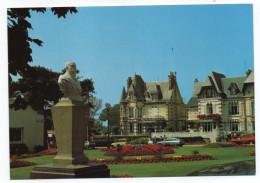 CABOURG--Jardins Du Casino,Buste De C.Bertrand Fondateur De Cabourg (voitures Dont GS Citroen),cpm N°4 éd Artaud - Cabourg