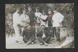 MILITARIA : CARTE PHOTO MILITAIRE : SOLDATS UN SUR LE COL 11e ECRITE DE L HOPITAL DE MENTON 1915 POUR MAILLANE : - Personen