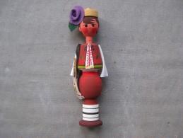 Figurine En Bois Peinte à La Main Costume Folklorique & - People