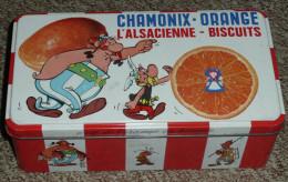 Rare Ancienne Boite En Tôle Publicitaire Vide, Biscuits L'Alsacienne, Chamonix Orange, Astérix Obélix, Goscinny Uderzo - Boxes