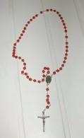 Chapelet Rouge Croix Médaille Et Liens Argentés - Religion & Esotericism