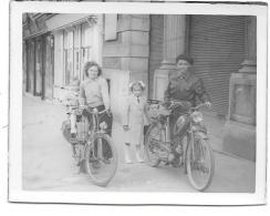 @ MADAME SUR VELOMOTEUR ET MONSIEUR SUR MOTO IMMATRICULEE DANS L´AISNE 02 - Motorräder