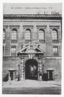 MONACO - N° 104 - L' ENTREE DU PALAIS DU PRINCE AVEC PERSONNAGE - CPA NON VOYAGEE - Palais Princier