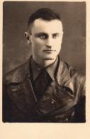 Photo Originale Guerre 39-45 -  Uniformes - Soldat Allemand En Imperméable De Cuir Avec Aigle Et Croix Gammée - Oorlog, Militair