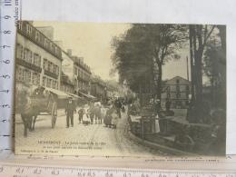 56 - HENNEBONT - Le Point Central De La Ville Et Son Petit Marché Du Dimanche Matin - Hennebont