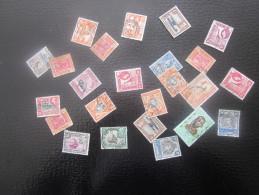 COLONIE ANGLAISE KENYA TA  VRAC DE TIMBRES-POSTE DE COLLECTION Non Comptés Non Cotés.Majorité En Oblitérés Propres Lavés - Stamps