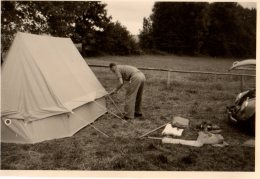 Photo Originale Voiture - Volkswagen Beetle - Nez De Coccinelle Ouvert Au Camping Et Montage De Tente - - Automobiles