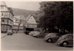 Photo Originale Voiture - Volkswagen Beetle - Culs De Coccinelles En Stationnement - Léger Flou - Automobili