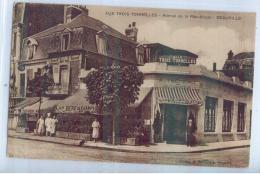 DEAUVILLE - AVENUE DE LA REPUBLIQUE - AUX TROIS TONNELLES - CAFE-HOTEL-RESTAURANT - Deauville