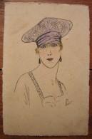 Très Joli Dessin Ancien Représentant Une Femme Avec Un Chapeau, Signé Léon, à Dater (sur Carte Postale) - Zeichnungen