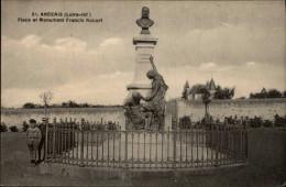 44 - ANCENIS - Statut Francis Robert - Ancenis