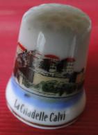 Dé à Coudre - Calvi La Citadelle (Corse) Dessin Sur Porcelaine - Collection - Ditali Da Cucito