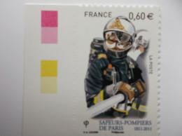 2011 : AUTOADHESIF : 601 :  POMPIER Avec LANCE , XX , En Très Bon état , Avec Bord De Feuille - Francia