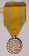 Médaille De Frédéric Auguste - Royaumes De Saxe - Côté écrit Légèrement Usé Sinon Bon état. - Militaria