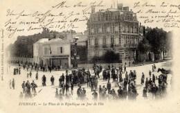 51 EPERNAY  Place De La République Un Jour De Fête Carte PrécurseurTrès Animée