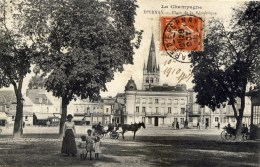 51 EPERNAY  Place De La République Très Animée
