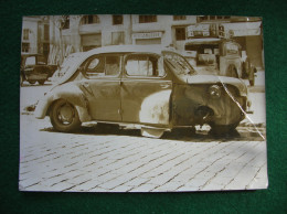 2CLICHES ANONYMES  4 CV RENAULT ACCIDENTEE & FEMMES AU VOLANT - Automobiles
