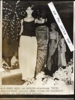 NICE - 1965  - Photo De Presse - Election  MISS  EUROPE - MISS  ITALIE  Anna Maria  DE MALGAZZI Ouvre Le Défilé Des Miss - Luoghi