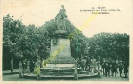 85. LUCON .  Le Monuments Aux Morts 1870-1874 Place Richelieu . - Lucon