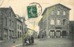 69. BRUSSIEU . Place Publique .  CPA Animée . - France