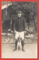 Carte Postale Militaria - Cliché D'un Officier Posant Avec Un Chien - Numéro 1 Sur Les Pattes De Col Et Le Képi - Reggimenti