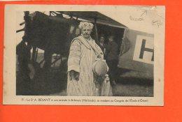 Annie BESANT à Son Arrivée à ARHNEM (Hollande) , Se Rendant Au Congrès De L'étoile D'Orient -Avion -(état: Accroc) - Ecrivains
