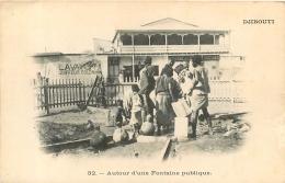 DJIBOUTI  AUTOUR D'UNE FONTAINE PUBLIQUE - Gibuti