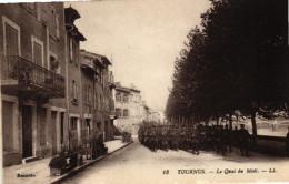 TOURNUS - Le Quai De Midi - Défilé De Troupes 1914/18 - Other Municipalities