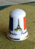THIMBLES - DÉS À COUDRE EN PORCELAINE - PARIS-FRANCE - DRAPEAU & TOUR EIFFEL - - Dés à Coudre