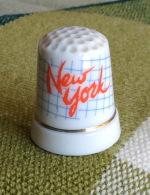THIMBLES - DÉS À COUDRE EN PORCELAINE - NEW YORK, U.S.A. - - Dés à Coudre