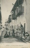 DZ BISKRA / La Rue Des Femmes Ouled-Naïls / - Biskra