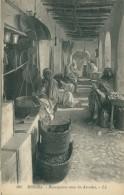 DZ BISKRA / Boutiquiers Sous Les Arcades / - Biskra