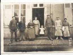 CRAVANT Carte Photo Personnes Devant Un Commerce Année 1913 - France