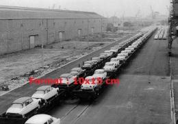Photographie De Plusieurs Citroen DS Et Simca Sur Des Wagons Plateaux - Reproductions