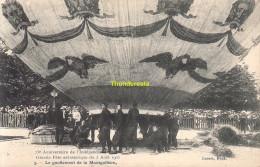 CPA 75 Eme  ANNIVERSAIRE DE L'INDEPENDANCE BELGE GRANDE FETE AEROSTATIQUE 1905 LE GONFLEMENT DE LA MONTGOLFIERE - Montgolfières