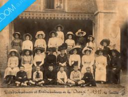 PHOTO Papier Souple Sépia,22cmX17cm  Distributrices Et Distributeurs Du Journal De La CROIX Photo 1911 Album Du Tarn - Identified Persons