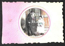[DC2725] CPA - COPPIA SULL'USCIO - IN RILIEVO - Non Viaggiata - Old Postcard - Coppie