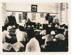 PHOTO D Intérieur De Classe école ( Une école Au Mozambique D' Après L' écrit Au Dos ) à Vérifier à Localiser - Places