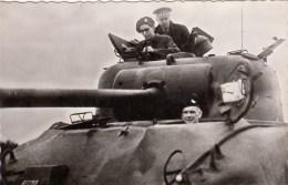 Armée Belge -  S.M. Le Roi Baudouin I à Bord D'un Shermen - 1953 - Ausrüstung